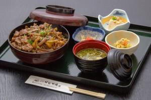 ●焼肉丼 ¥1,000円|長湯温泉のお料理・大分県の温泉で食べる定食・和食・郷土料理ならかじか庵へ