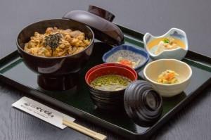 ●地鶏丼 ¥800円|長湯温泉のお料理・大分県の温泉で食べる定食・和食・郷土料理ならかじか庵へ