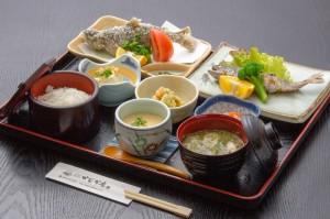 ●エノハ御膳(やまめ) ¥800円|長湯温泉のお料理・大分県の温泉で食べる定食・和食・郷土料理ならかじか庵へ