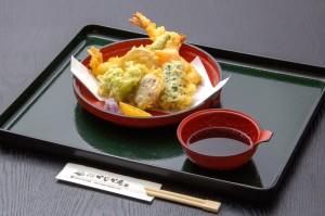 ●天ぷら盛り合わせ ¥800円|長湯温泉のお料理・大分県の温泉で食べる定食・和食・郷土料理ならかじか庵へ