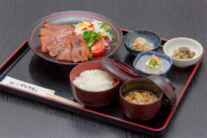 ●特製豚みそ御膳 800円|長湯温泉のお料理・大分県の温泉で食べる定食・和食・郷土料理ならかじか庵へ
