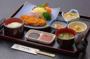 ●とんかつ御膳 ¥800円|長湯温泉のお料理・大分県の温泉で食べる定食・和食・郷土料理ならかじか庵へ
