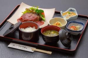 ●ハンバーグ御膳 ¥800円|長湯温泉のお料理・大分県の温泉で食べる定食・和食・郷土料理ならかじか庵へ